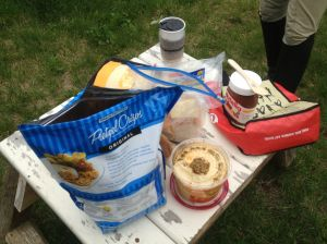 We'd both brought food for the tailgate after the hunt so we had our own picnic.